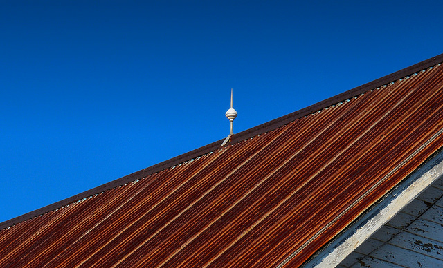 maintaining your metal roof (photo by https://www.flickr.com/photos/clearlyambiguous/)